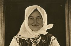 Mirifica Românie – Oracool Romania People, Vintage Photographs, Traditional House, Costumes, History, Arya, Ethnic, Inspiration, Popular Outfits