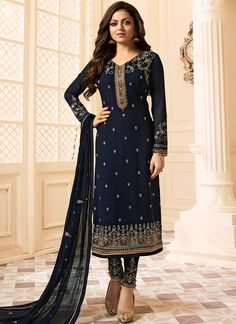 Looking to buy salwar kameez? ✓ Shop the latest dresses from India at Lashkaraa & get a wide range of salwar kameez from party wear to casual salwar suits! Indian Suits Online, Bollywood Suits, Trendy Suits, Embroidery Suits Design, Indian Gowns Dresses, Desi Clothes, Indian Designer Outfits, Anarkali Dress, Party Wear Sarees