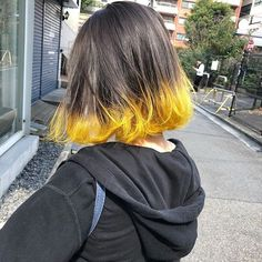 19 ideas to dye the ends of your hair and not stay with the desire Hair Streaks, Hair Highlights, Yellow Hair, Green Hair, Short Grunge Hair, Short Dyed Hair, Aesthetic Hair, Dye My Hair, Dip Dye Hair