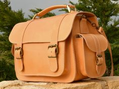 Handmade natural full grain leather briefcase by AnaniasSandals