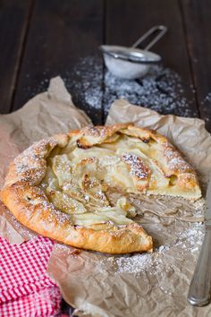 Como-preparar-una-galette-de-manzana Apple Recipes, Sweet Recipes, Cake Recipes, Apple Crumble Pie, Delicious Desserts, Yummy Food, Sweet Dough, Artisan Food, Crazy Cakes