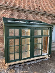 Backyard Greenhouse, Balcony Garden, Backyard Projects, Garden Projects, Farm Gardens, Outdoor Gardens, Outdoor Rooms, Outdoor Living, Old Window Projects