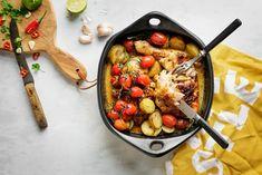 Tämä ihanan mausteinen uunikana muhii lisukkeineen uunissa herkulliseksi ateriakokonaisuudeksi pienellä vaivalla. Valmistumista odotellessa on mukava ulkoilla tai ottaa vaikka päiväunet! Ota koipireid... Kung Pao Chicken, Dinner Tonight, Paella, Dishes, Healthy, Ethnic Recipes, Koti, Tablewares, Health