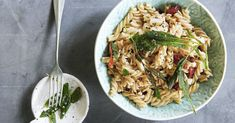 Ein Pasta-Rezept ganz ohne raffinierten Industriezucker. Dieses vegetarische Nudelgericht macht satt und ist einfach nur lecker.
