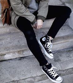 I love casual stylish outfits like this, especially with a shoe like  converse.