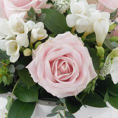 """Résultat de recherche d'images pour """"roses et freesia"""""""
