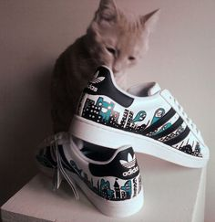 Need Sneakers? You're not alone if getting the latest sneakers scares you. Not everyone knows how to make a smart sneaker purchase. This article should make things easier Adidas Superstar Custom, Custom Sneakers, Custom Shoes, Sneakers Fashion, Fashion Shoes, Fashion Outfits, Istanbul, Adidas Shoes Women, Nike Women
