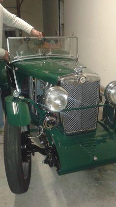 Mg Midget, Antique Cars, Classic Cars, The Originals, Modern, Vintage Cars, Trendy Tree, Vintage Classic Cars, Classic Trucks