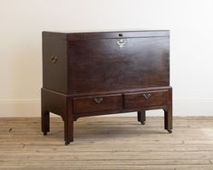 A George II mahogany mule chest on stand - Decorative Collective