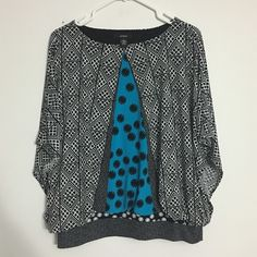 Alfani blue black gray batwing banded top Beautiful colors and geometric pattern with banded bottom an batwing styled sleeves. Perfect to cover those extra curves. Very flattering. Size says M but can fit an L comfortably. Thank you for looking. Alfani Tops