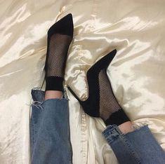 Imagem de shoes, fashion, and heels Dr Shoes, Sock Shoes, Me Too Shoes, Shoes Heels, Shoes Sneakers, Pretty Shoes, Cute Shoes, Fashion Shoes, Fashion Outfits