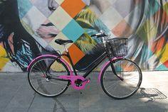 A 'Trente', uma Monark Brisa customizada, foi presente de aniversário de 30 anos da Marine inspirada no punk francês, país de origem do casal. Os upgrades foram o kit selim e manopla em couro Sem Raça Definida e o câmbio Nexus de 3 velocidades. Bicycle, Studio, 30 Year Anniversary Gift, Leather, Couple, Ideas, Bicycles, Biking, Bike