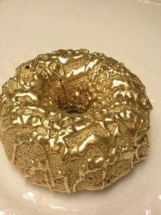 KFC chocolate cake donut sprayed with gold paint Glitter Make Up, Gold Glitter, Bling Bling, Gold Everything, Magenta, Or Noir, Gold Aesthetic, Stay Gold, Shades Of Gold