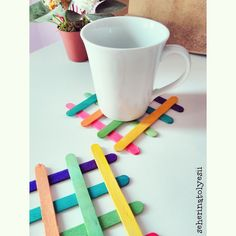 Renkli ahşap çubuklar bardak altlığı ️ Diy Popsicle Stick Crafts, Craft Stick Projects, Popsicle Sticks, Craft Work, Art N Craft, Ice Cream Stick Craft, Easy Homemade Gifts, Crafts For Teens, Diy For Kids