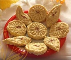 Kesari Sandesh Recipe - A famous Indian sweet you can't resist. Check out the entire quick and easy recipe here: http://www.saffroind.com/recipe/blogs/sandesh-recipe/ #saffron #kesar #royal #getitonline  #OrderOnline #perfectflavor #cookingtips  #homecooking #besttaste #ingredient #healthyfood #stayhealthy #recipes #recipeforsweetness #foodblog #foodbloggers #foodiesblog #recipebook #recipeblog #chefschoice #chef