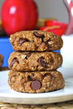 Breakfast Cookies - healthy whole wheat peanut butter oatmeal cookies packed with shredded apples and mashed bananas. Great for breakfast or an afternoon snack!
