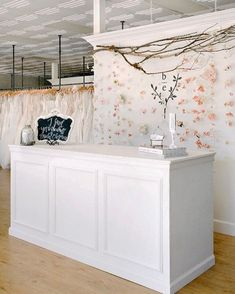 Fantastic Images Bridal Boutique reception desk Concepts Its tough to be aware what that is expected when you go to a stunning wedding dress boutique. Shabby Chic Reception Desk, White Reception Desk, Salon Reception Area, Reception Desk Design, Beauty Salon Reception Ideas, Reception Desks, Bridal Boutique Interior, Boutique Interior Design, Boutique Decor