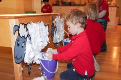 Children at the Sheep Shearing Sensory Activity We love sensory activities that are fun for parents to make and kids to create! Don't miss our sheep sharing sensory activity! Farm Animals Preschool, Farm Animal Crafts, Farm Crafts, Toddler Preschool, Toddler Crafts, Preschool Farm Theme, Sensory Activities For Preschoolers, Farm Activities, Animal Activities