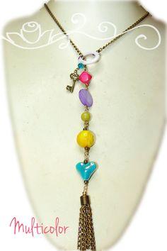 Collar multicolor con cristales y piedras naturales. Metal oro viejo y dijes del…