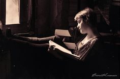 Women Reading - (by Büşra Kırmacı)