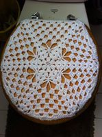 Discover thousands of images about Crochet Toilet Seat Cover Crochet Flower Patterns, Crochet Motif, Crochet Shawl, Crochet Flowers, Hand Crochet, Crochet Stitches, Crochet Home Decor, Crochet Crafts, Crochet Projects