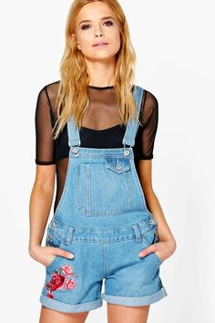 boohoo's womens new in clothing collection has all the latest fashion drops everyone's loving. Denim Dungarees Outfit, Boyfriend Style, Floral Shorts, Mom Jeans, Jeans Fit, Overall Shorts, Latest Trends, Amelie, Floral Embroidery