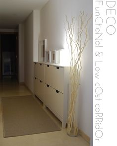 Decorar el recibidor o el pasillo.   Source: http://www.macarena-gea.com/2012/07/deco-functional-low-cost-corridor.html