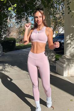 Pink Gym, Cute Gym Outfits, Pink Workout, Fitness Photoshoot, Body Sculpting, Fitness Goals, Blush Pink, Training, Bra