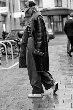 Street Style, Artist, Fashion, Mantle, Moda, Urban Taste, La Mode, Artists, Fasion