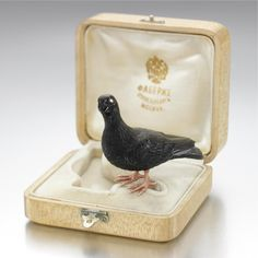 A FABERGÉ CARVED OBSIDIAN FIGURE OF A CARRIER PIGEON, 1907