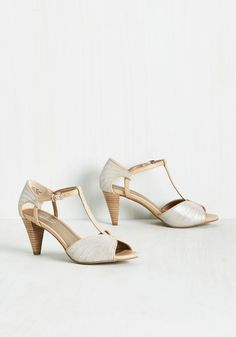 All eyes follow as you turn down the catwalk, feeling model-marvelous in these T-strap heels by Seychelles! Bright lights glisten off the exquisitely silver, decoratively topstitched toes and heels of these leather pumps, leaving you feeling beautifully star-studded.