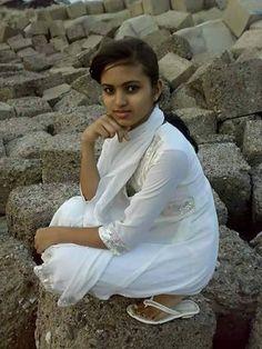 Indian Girls Images, Indian Teen, Beautiful Girl Indian, Beautiful Girl Image, Rajasthani Dress, Dehati Girl Photo, Indian Girl Bikini, South Indian Actress Hot, Glamour Beauty