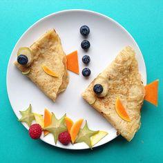 """To enkle pannekaker ble til to søte fisk.. ble plutselig en mye """"sunnere"""" frokost """"Healthy"""" breakfast: pancake-fish☀️"""