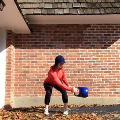 working in some rotational training. ☀️ Side Swing into Rotational Press Side Swing Side Swing into Rotational Snatch. Kettlebell Kings, Kettlebell Circuit, Kettlebell Training, Muscle Fitness, Mens Fitness, Crossfit Workout Plan, Outdoor Workouts, Gym Time, Fitness Inspiration