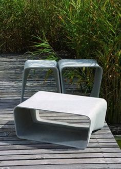 Ecal table and stools