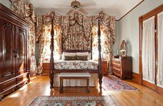 Grand Victorian Bed  Breakfast in New Orleans, Louisiana                              THIS WILL BE OUR ROOM!!!!