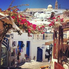 10 Things To Do in Santorini! - The Journey Junkie