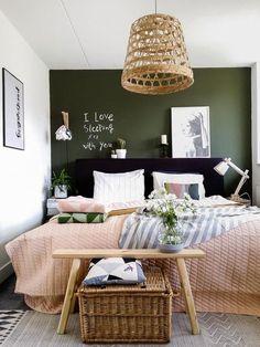 Wir gestalten unser Schlafzimmer neu und ich habe mich gerade in die Farbe Grün in Kombination mit Naturmaterialien verliebt.