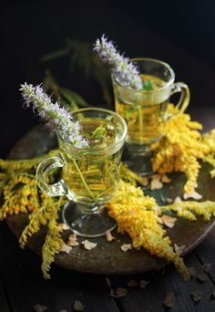 This tea is both a soothing drink and an invitation to focus on the bright parts that illuminate dark days. Brew this potion up when you need a reminder that life is full of brightness and wonder! #wildfoodlove #wildherbs #herbaltea