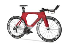 The is Cervélo's latest creation, bringing to the world the most advanced and the most aerodynamic triathlon bike possible. Triathlon Gear, Ironman Triathlon, Bike Focus, Trial Bike, Old Bicycle, Road Bikes, Bike Trails, Innovation Design, Cycling