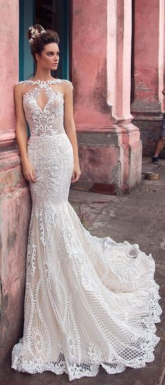 sophisticated mermaid wedding gown with beautiful allover graphic lace  #wedding #weddingdress #weddinggown #bridedress