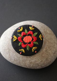 """Frida"" embroidered brooch by MinaSmoke  #embroidered #broderie #embroidredjewelry"