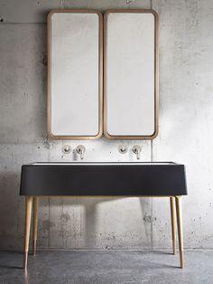 Banheiro minimalista com parede de concreto. Designer: Nika Zupanc. Fotógrafo: Sasa Hess.