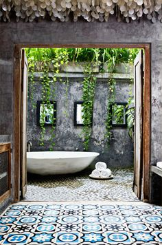 Outdoor Bali bath : mosaic tile