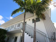 Renovation of a apartment located in the Art Deco distinctive district of Miami Beach. Exterior view.