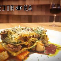 ✨本日のおすすめ✨ 🌶🌽🍠🍒🍑🍍🍅🍆 『料理長自慢のラザニア』 料理長が自身をもって⁉️ イヤイヤ、もはや自慢気に作ってくれました😊💕 飛騨牛のすじ肉をゴロっと使った濃厚な味わい✨ お野菜をふんだんに使ったカポナータを添えて🙈✨ ワインのお供にいかがですか❓❓ ・ 本日もスタッフ一同お待ちしてます😊 ・ #ベヂりに行こうか 🍆 #ベヂロカ #bejiroka #名古屋 #nagoya #パスタ #pasta #ラザニア #lasagna #スイーツ #sweets #名駅 #名古屋駅 #野菜 #vegetables #野菜ソムリエ #ワイン #wine  #サラダ #salad #料理  #野菜たっぷり #ベジタリアン#vegetarian #美容 #健康 #肉 #ピザ #pizza #飛騨牛