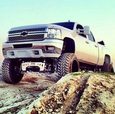 Lifted chevy...ohhh yeah!!!!!