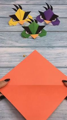 Butterfly Discover Angry Birds Origami Tutorial Angry Birds is a cartoon that children love and the utility paper can be easily folded out. After watching this video tutorial try it quickly. Instruções Origami, Origami And Kirigami, Paper Crafts Origami, Origami Butterfly, Origami Love, Oragami, Diy Paper, Diy Crafts Hacks, Diy Crafts For Gifts