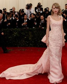 Taylor Swift's Met Gala Dress — Pretty In Pink Oscar De La Renta