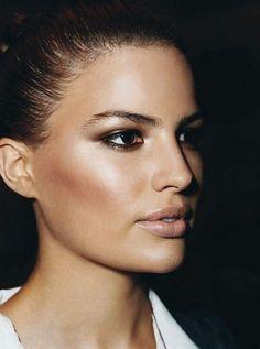comment maquiller les yeux marrons, maquillage yeux de biche pour yeux marrons